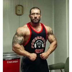 Powerhouse Gym Tirantes anchos Negra Borde Roja.